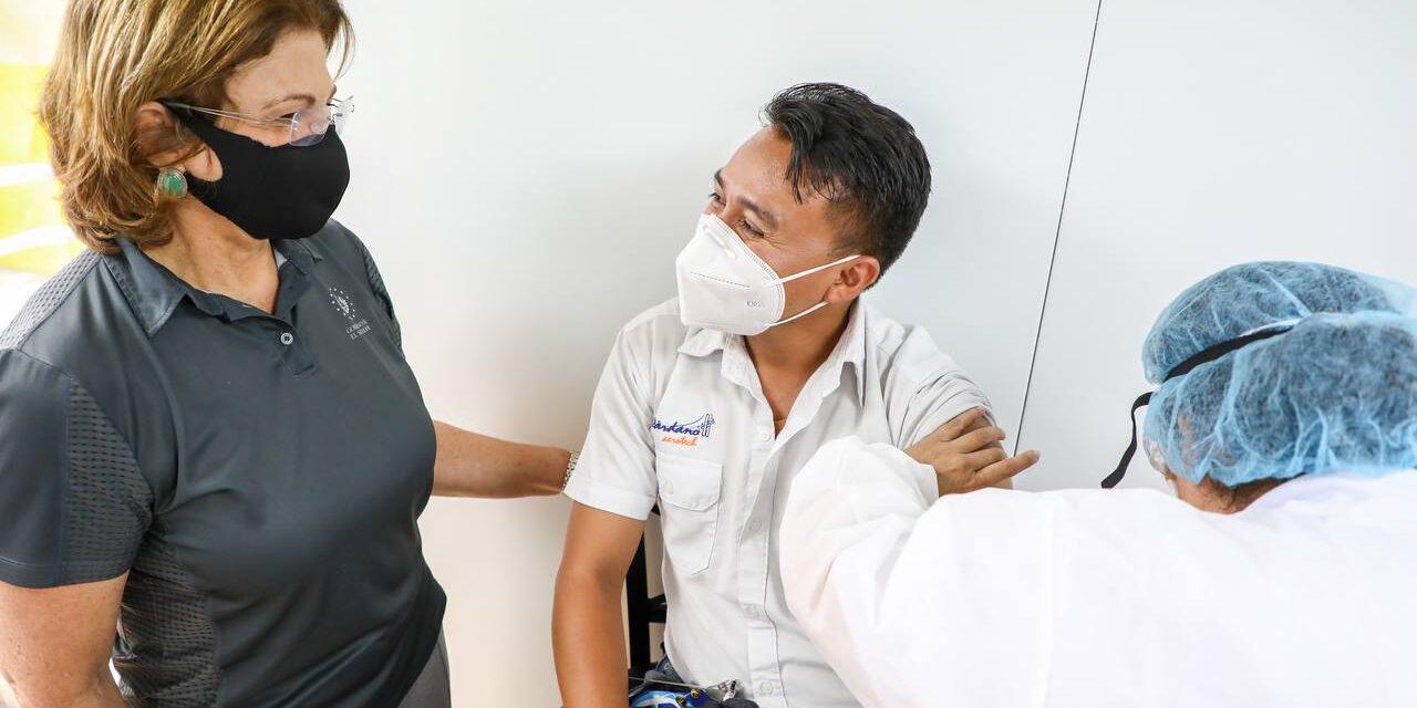 Ministros de Salud y de Educación supervisaron vacunación de personal docente y administrativo del sector privado