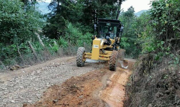 Alcaldía de La Palma repara calles de sus comunidades